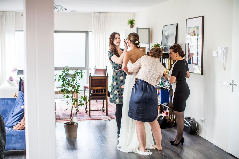 14-De-Watermolen-Opwetten-bruidsfotografie-trouwfotograaf