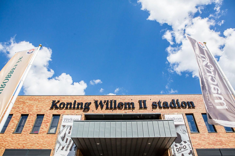 18-Tilburg-stadion-bruidsfotografie-trouwfotograaf
