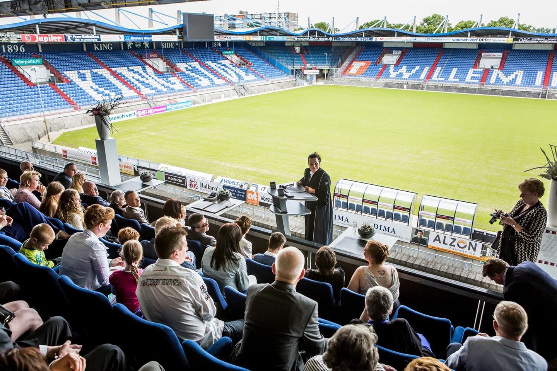 23-Tilburg-stadion-bruidsfotografie-trouwfotograaf