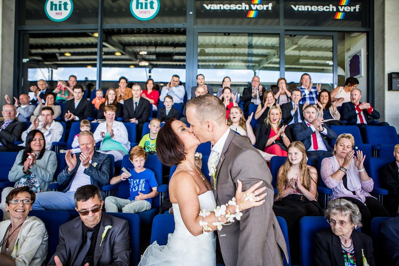 28-Tilburg-stadion-bruidsfotografie-trouwfotograaf