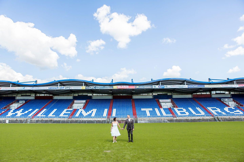 29-Tilburg-stadion-bruidsfotografie-trouwfotograaf