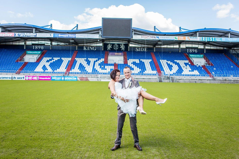 30-Tilburg-stadion-bruidsreportage-trouwfotograaf