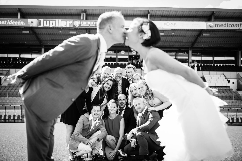 31-Tilburg-stadion-bruidsfotografie-trouwfotograaf