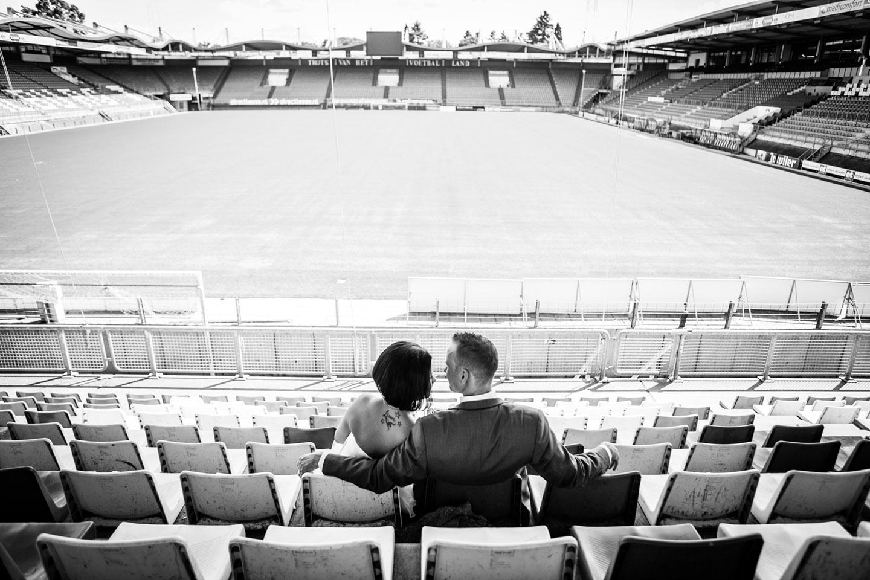 37-Tilburg-stadion-bruidsreportage-trouwfotograaf