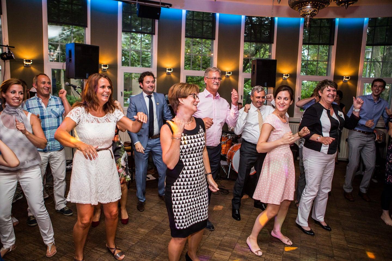 42-Klasse-Theater-Tilburg-bruidsreportage-trouwfotograaf