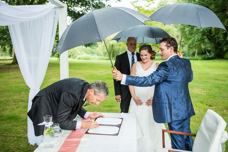 33-Landgoed-Huize-Bergen-bruidsfotografie-trouwfotograaf