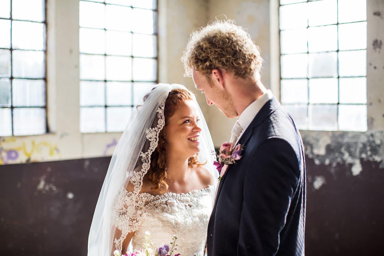 17-Oisterwijk-Leerfabriek-bruidsreportage-trouwfotograaf