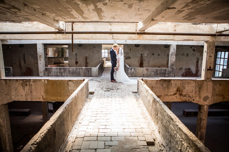 21-Oisterwijk-Leerfabriek-bruidsfotografie-trouwfotograaf
