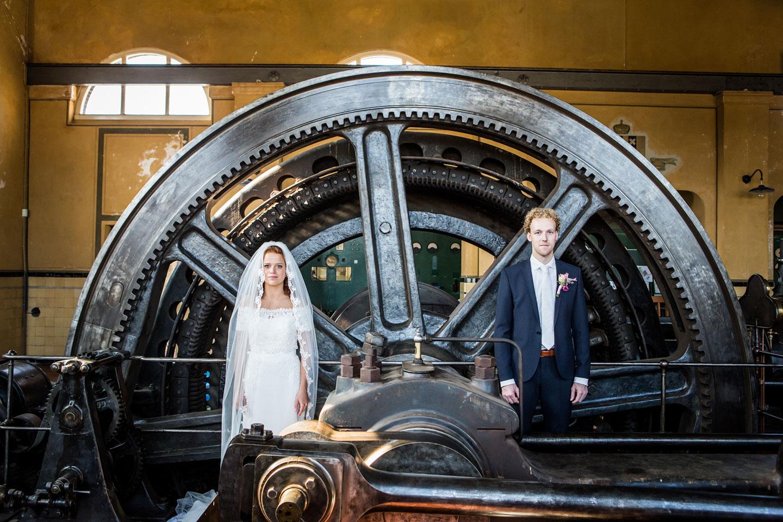 24-Oisterwijk-Leerfabriek-bruidsfotografie-trouwfotograaf