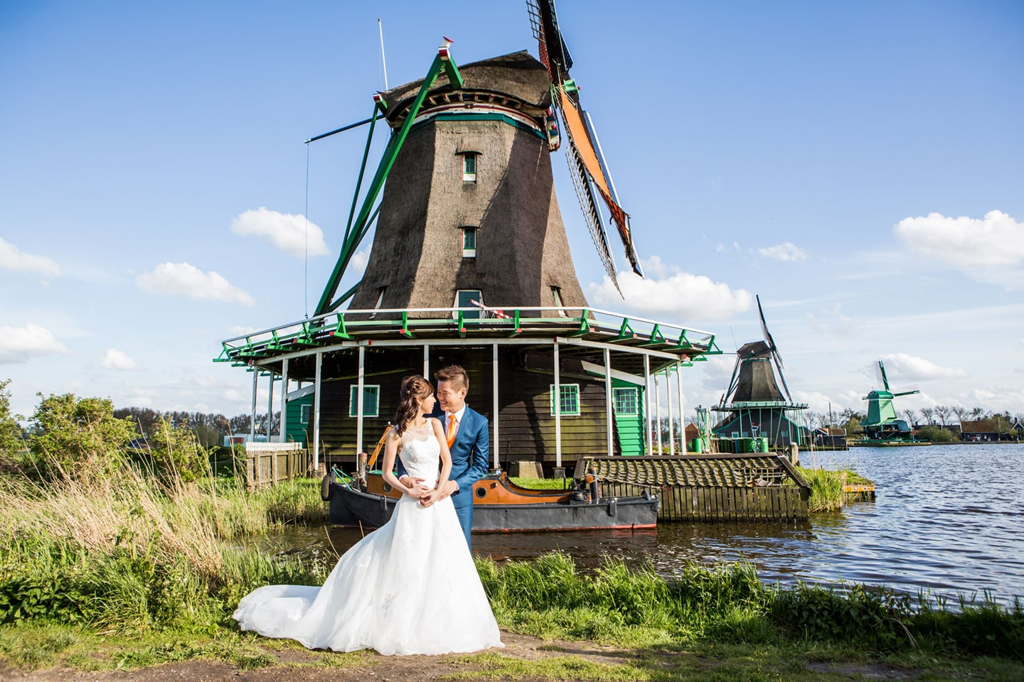 14-pre-wedding-photoshoot-Zaanse-Schans