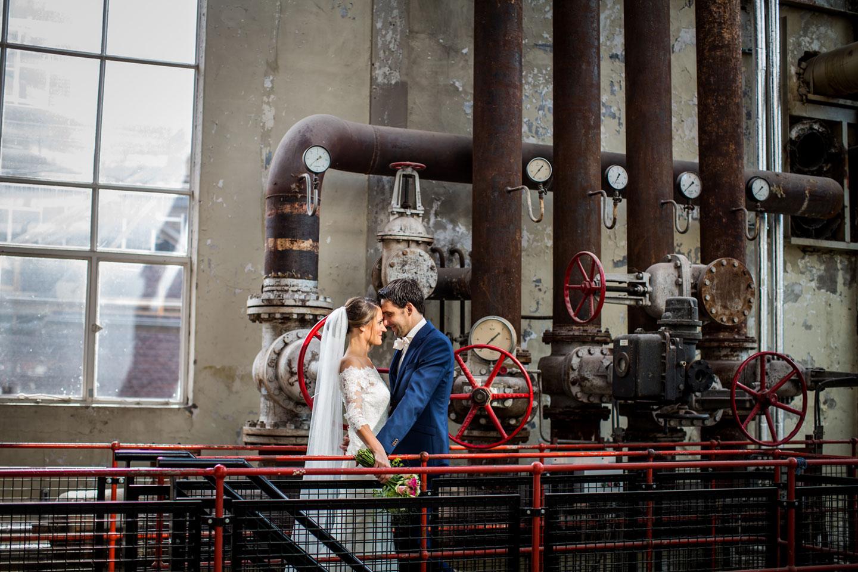 16-Strijp-s-Eindhoven-bruidsfotografie-trouwfotograaf