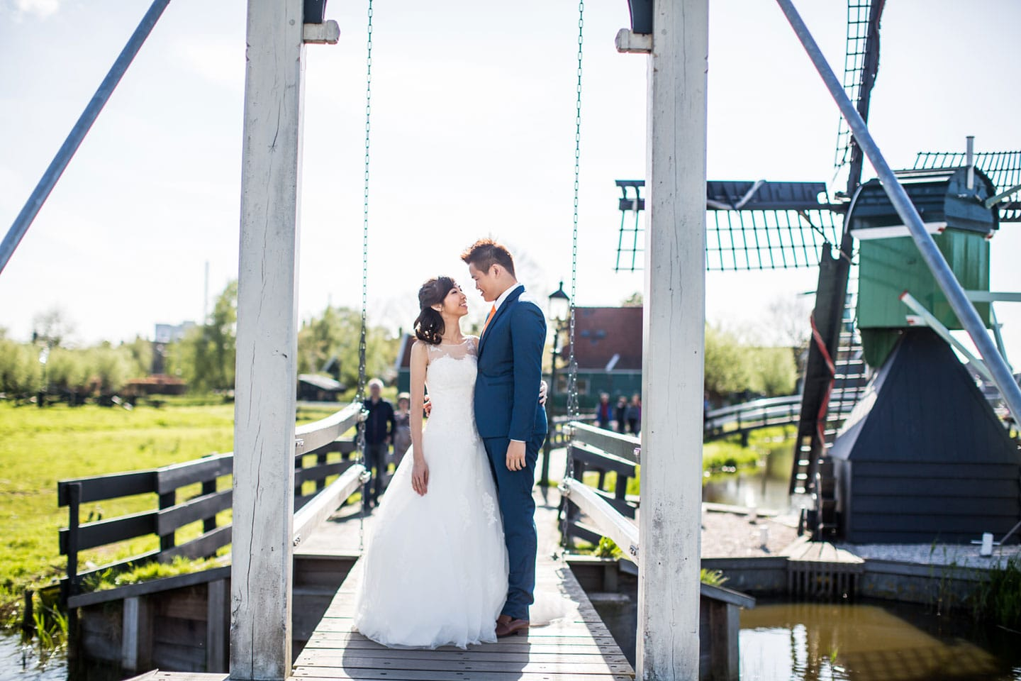 17-pre-wedding-photoshoot-Zaanse-Schans