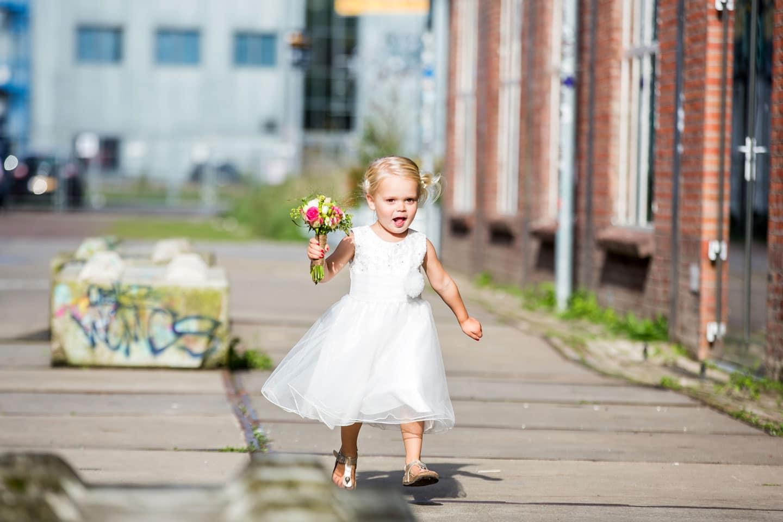 18-Strijp-s-Eindhoven-bruidsreportage-trouwfotograaf