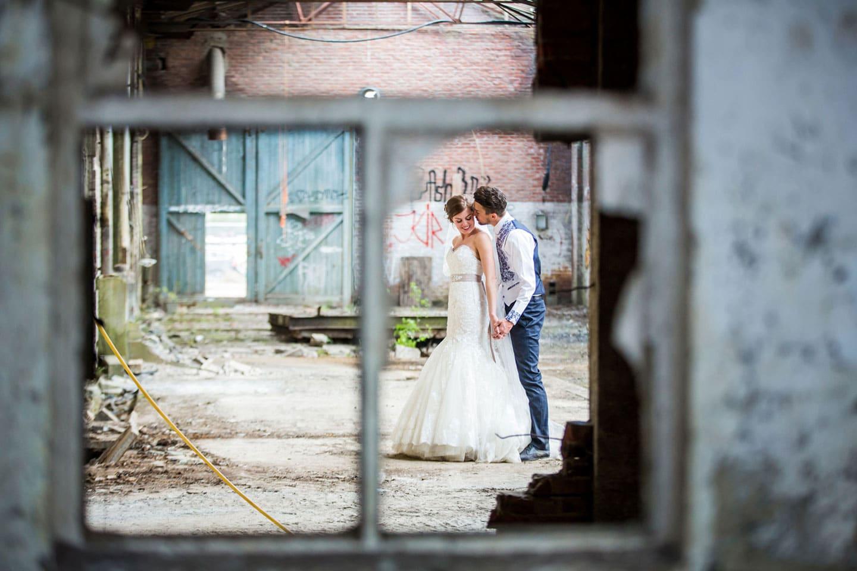21-Breda-bruidsfotografie-trouwfotograaf-industrieel