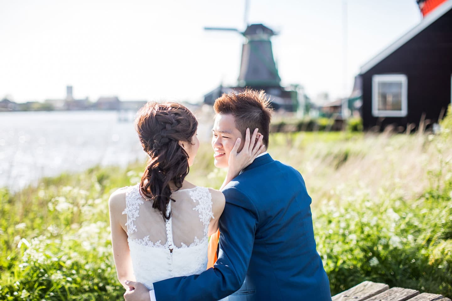 21-pre-wedding-photoshoot-Zaanse-Schans