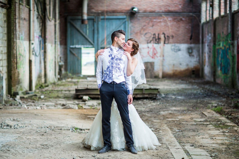 Bruidsfotografie in oude fabriek