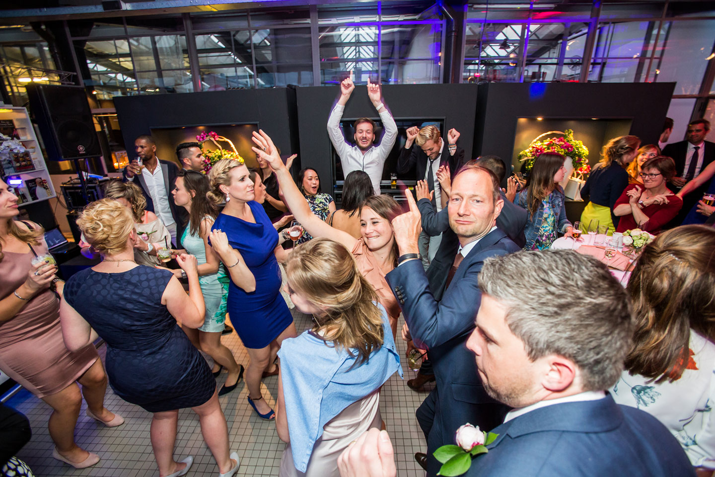 66-Rotterdam-Vertrekhal-bruidsreportage-trouwfotograaf