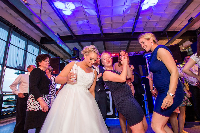 67-Rotterdam-Vertrekhal-bruidsfotografie-trouwfotograaf