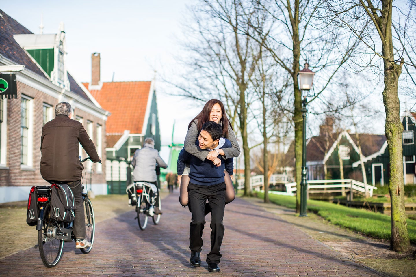 10-Zaanse-Schans-Amsterdam-prewedding-love-shoot