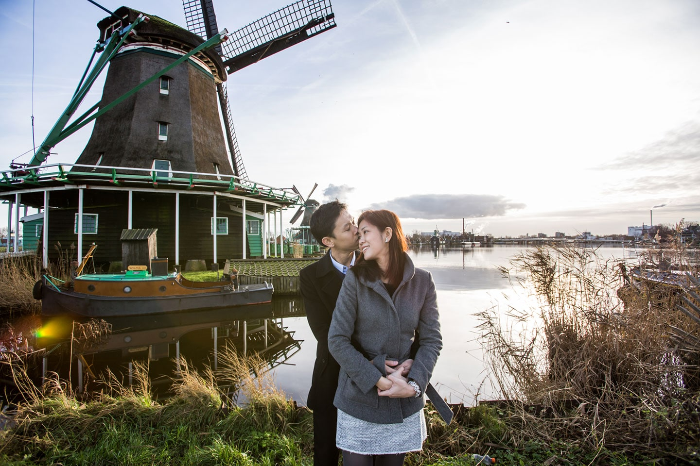 14-Zaanse-Schans-Amsterdam-windmils-prewedding-love-shoot