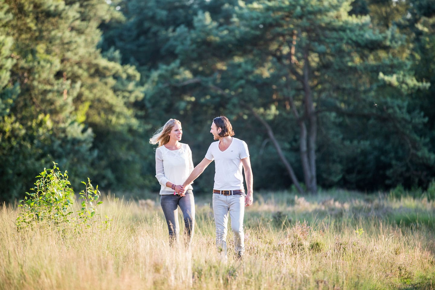 09-zand-duinen-love-shoot