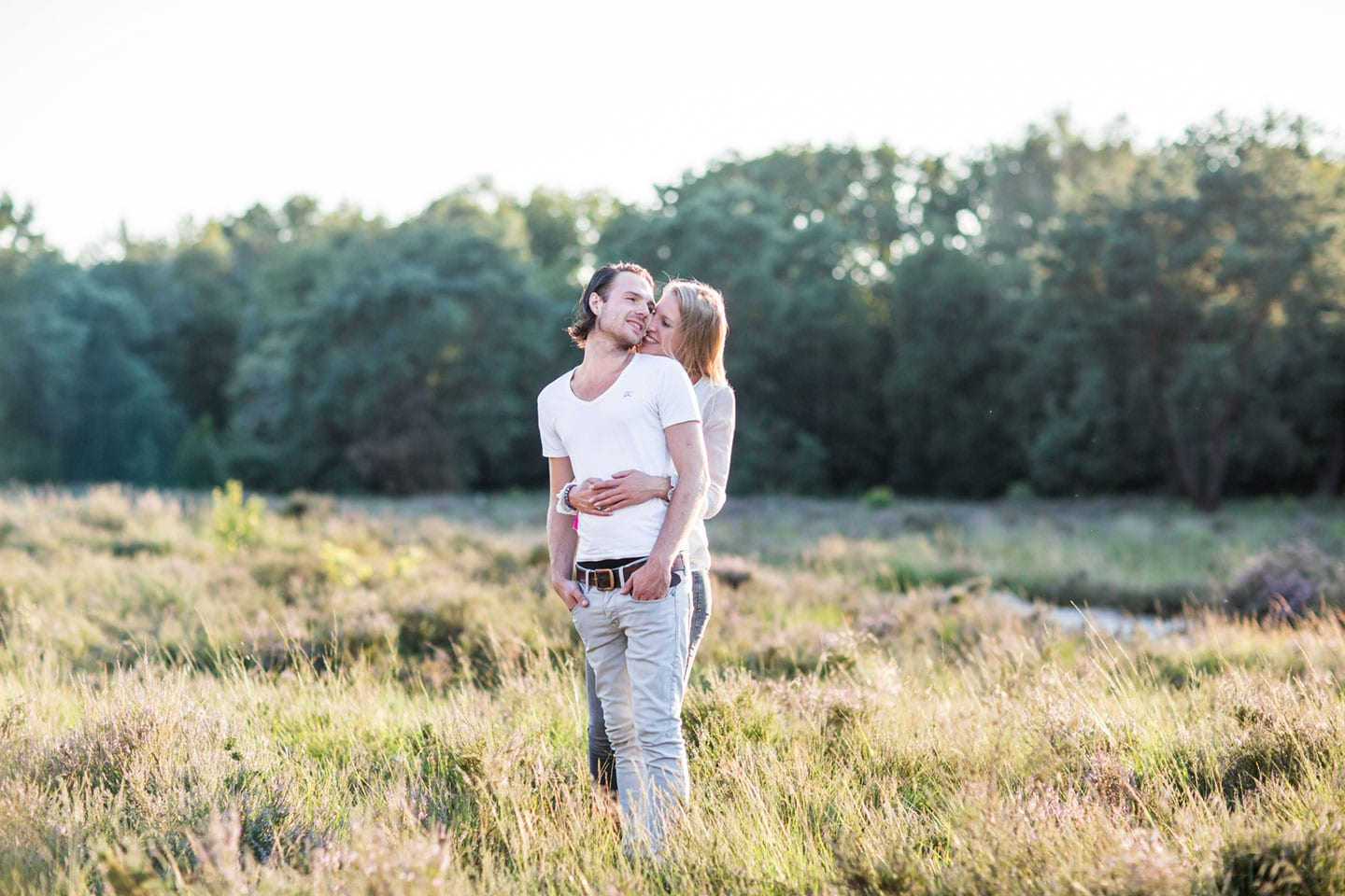 11-zand-duinen-love-shoot