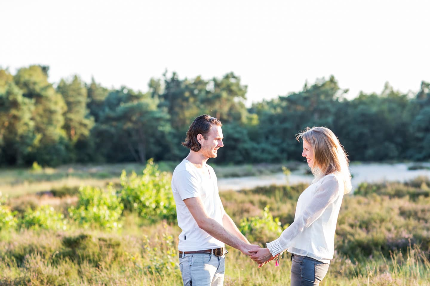 14-zand-duinen-love-shoot