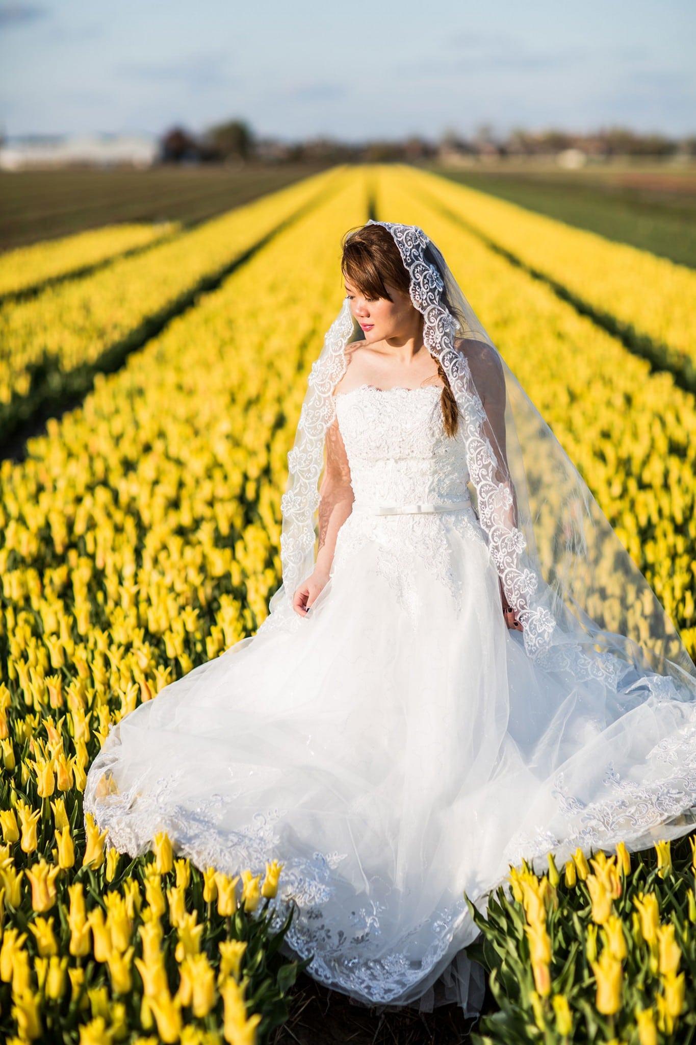 15-Keukenhof-pre-wedding-tulips0000
