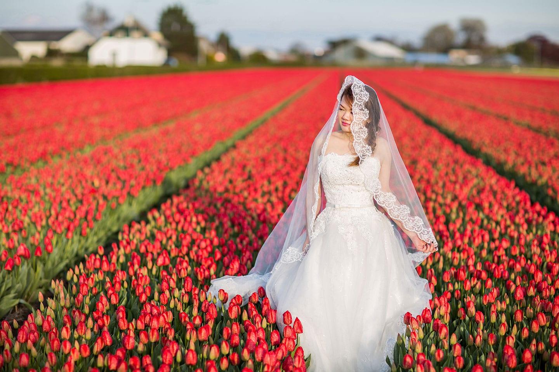 16-Keukenhof-pre-wedding-tulips0000