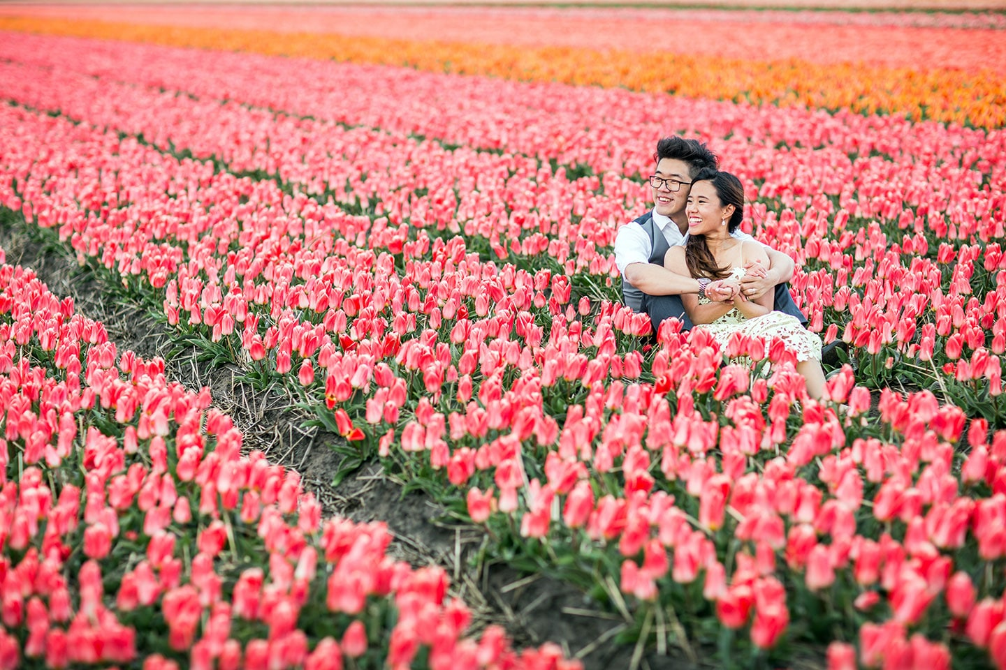 30-Keukenhof-prewedding-tulips-photoshoot