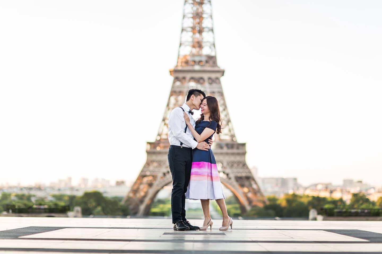 Love shoot Paris Eiffel Tower