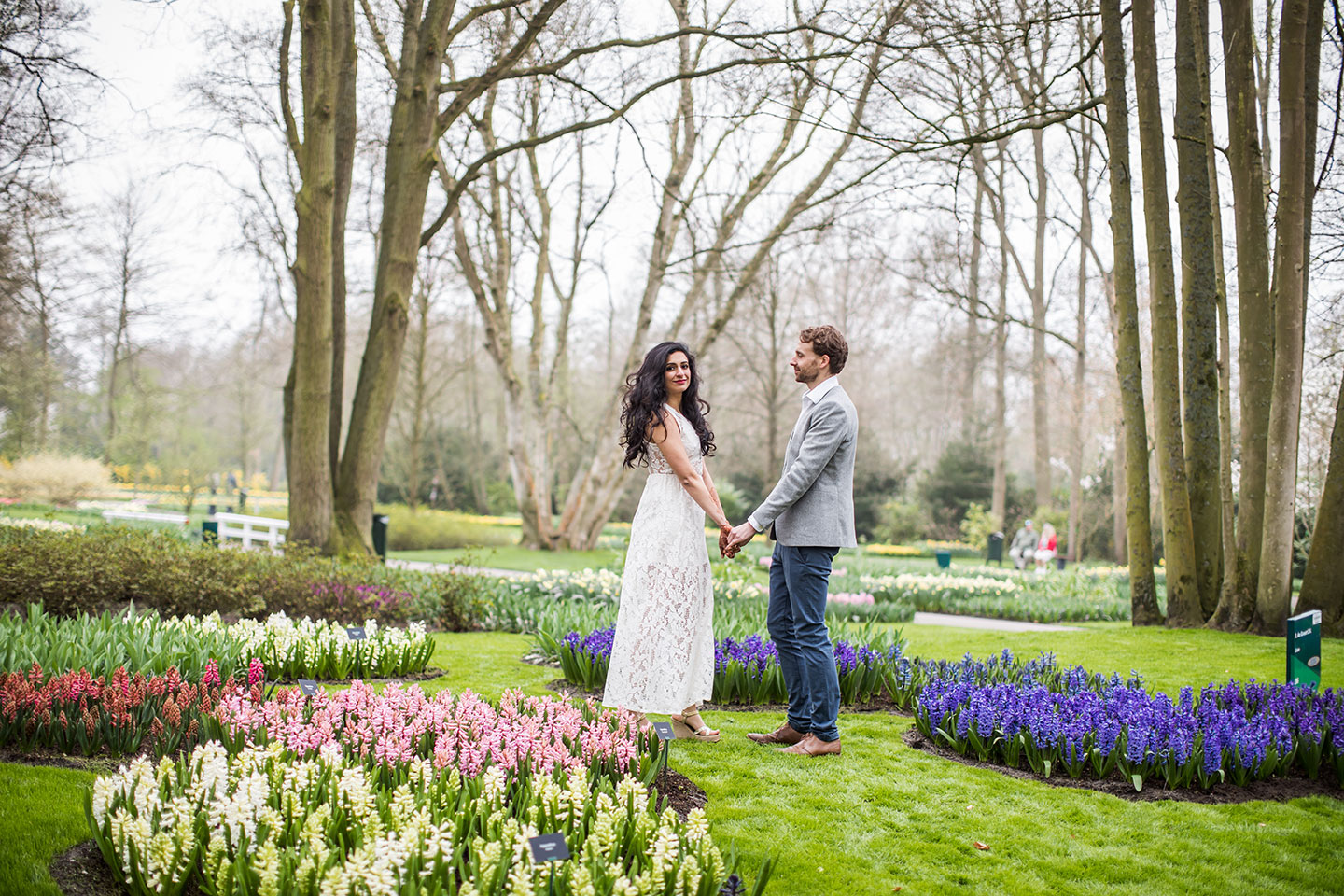 Prewedding photographer Keukenhof flower gardens Netherlands