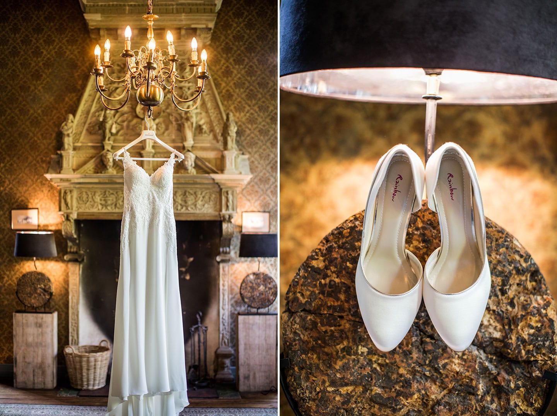 Trouwjurk en schoenen tijdens bruiloft bij Kasteel Wijenburg
