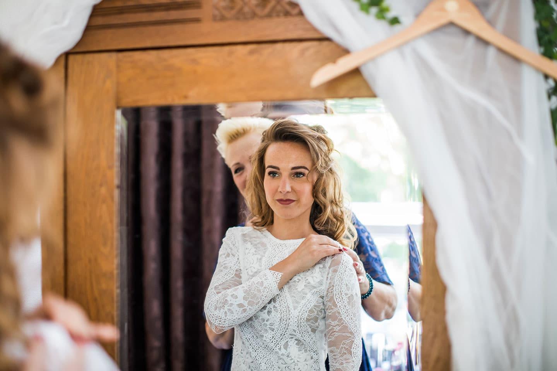 Witte trouwjurk met kant