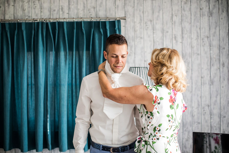 Bruidegom bij Kaap Flevo bruiloft