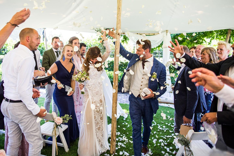 Bruiloft in de tuin in safari tent