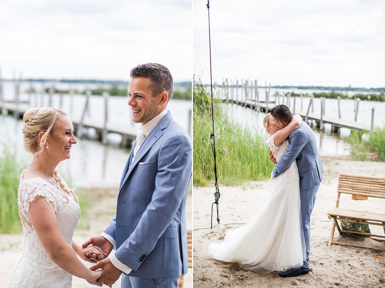 Buiten trouwen op het strand