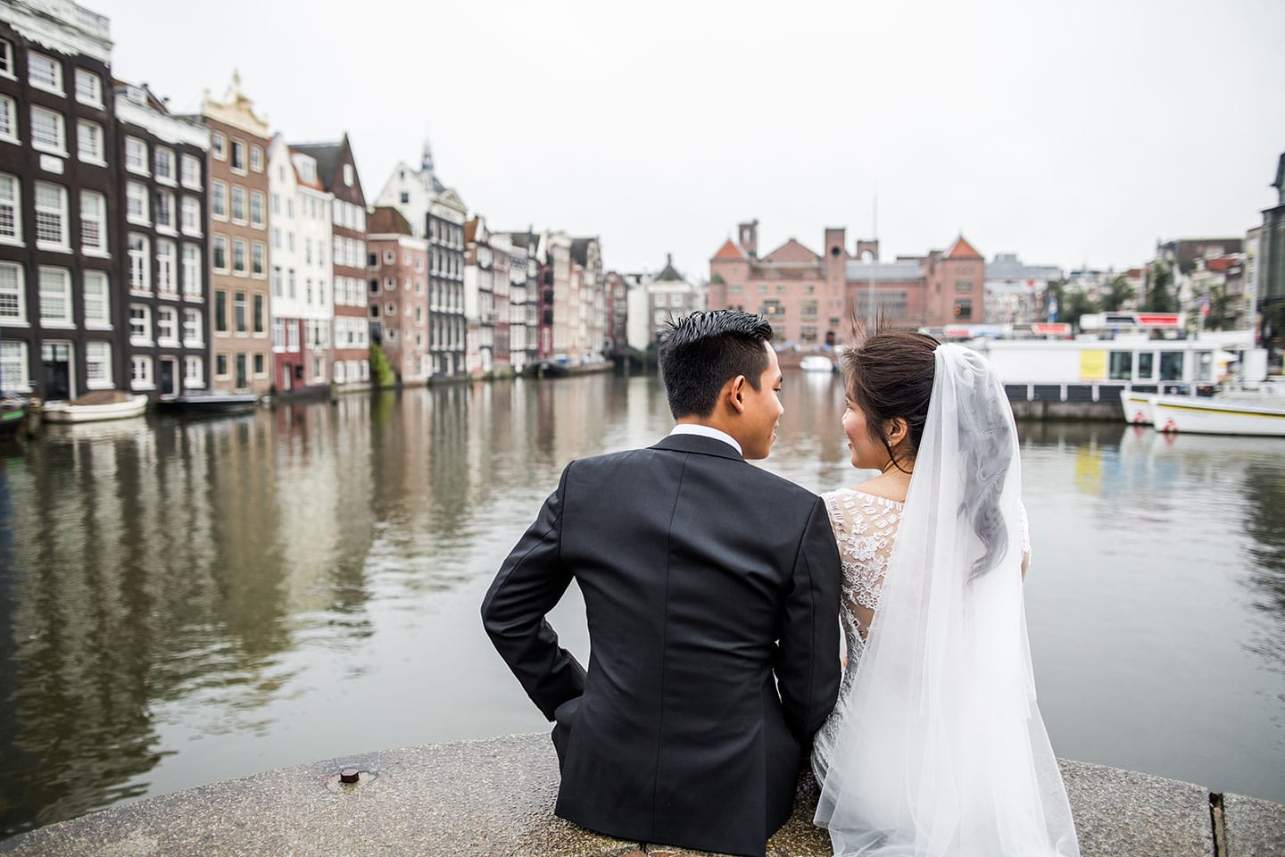 Photo shoot couple in Amsterdam, the Netherlands