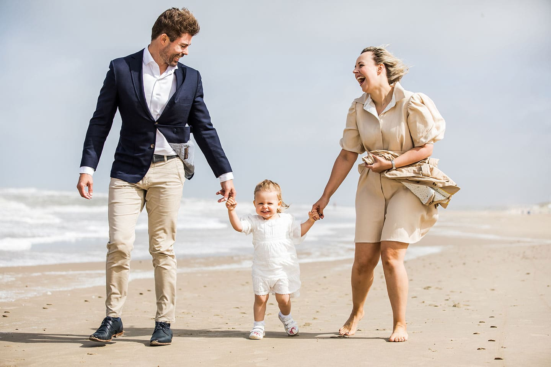 Fotoshoot gezin op het strand in Noord-Holland