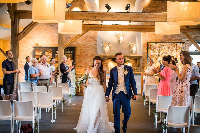 Ceremonie bruiloft bij de Landgoederij