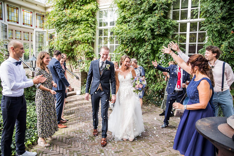 Bruidspaar tijdens bruiloft bij Kasteel Maurick